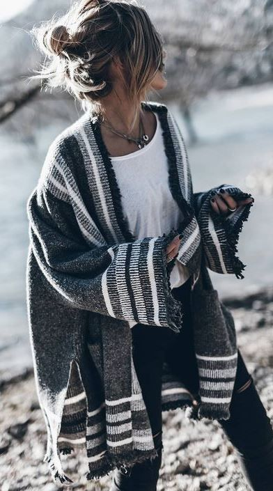 what to wear with a stripped oversized cardi + tee + black skinnies