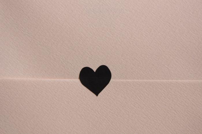 Origineel! Sluit je envelop met een mooie sluitsticker! Leuk voor geboortekaartjes, huwelijksuitnodigingen of gewoon op een mooie brief of kaart. WE LOVE SNAILMAIL!
