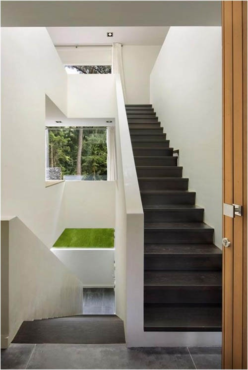 like the enclosing solid wall ballustrade. probably wouldn't be as cool without the full height view of stairs