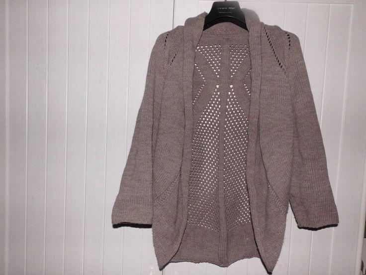 Pletený svetřík s tříčtvrtečními rukávy bez zapínání