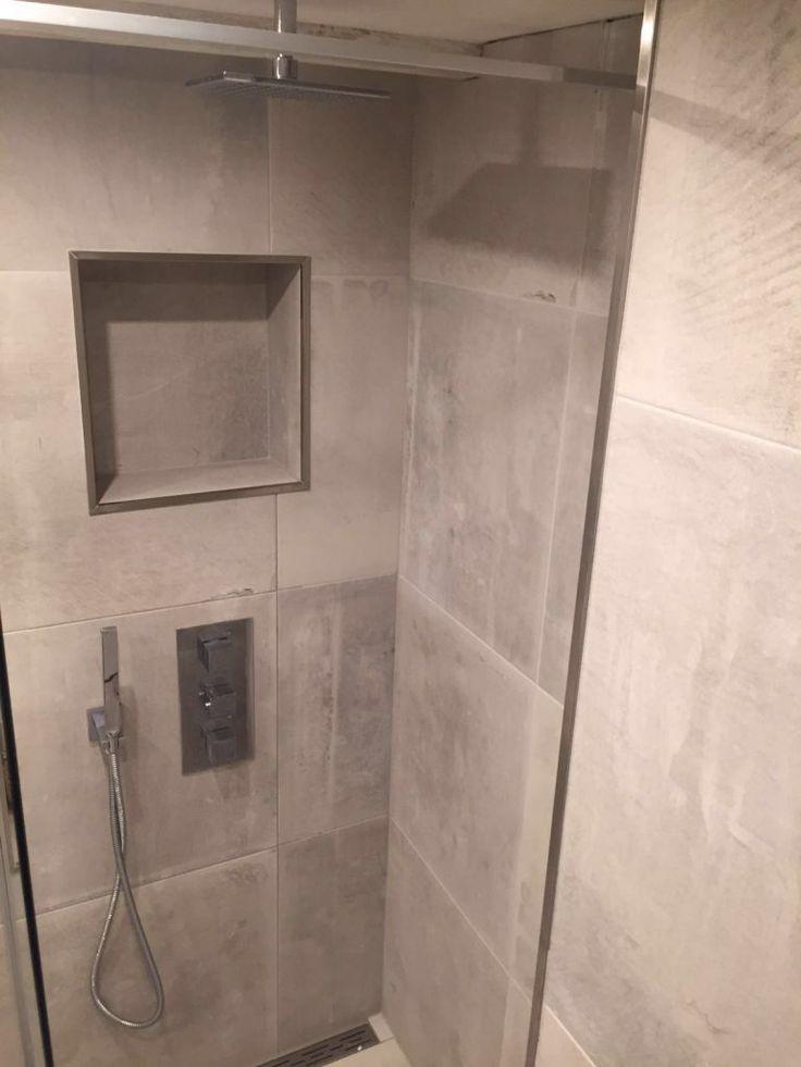 25 beste idee n over blauwe badkamertegels op pinterest blauwe tegels zeemeermin tegel en - Tegel rechthoekige badkamer ...