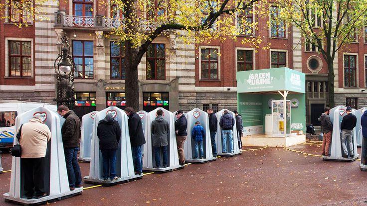 La municipalité à installé dans les rues des toilettes qui permettent de générer un produit fertilisant en récupérant le phosphore contenu dans l'urine. Aux Pays-Bas, faire ses besoins dans la rue participe à l'économie circulaire. La municipalité d'Amsterdam vient d'installer des pissotières...