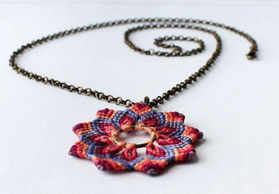 Handmade macramè flower necklace