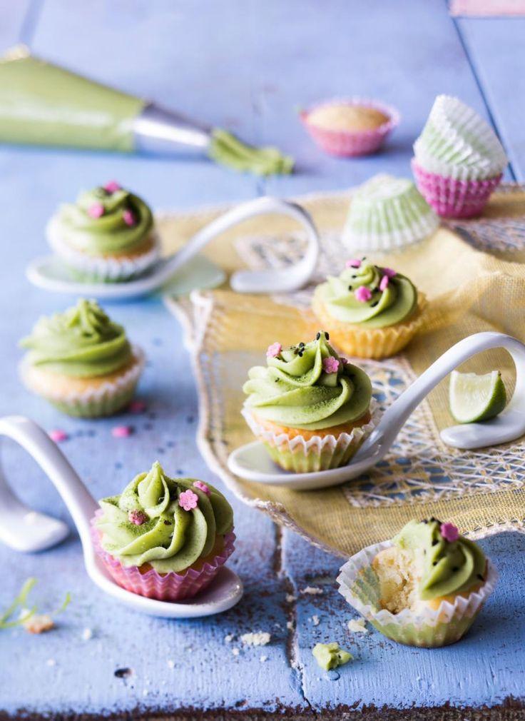 Mini-matchakuppikakut // Mini Matcha Cupcakes Food & Style Riikka Kaila Photo Satu Nyström Maku 2/2015 www.maku.fi