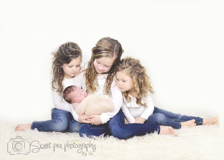 Newborn Boy Photography, Siblings with newborn, 4 Children Poses. Sweet Pea Photography, Norwalk, OH