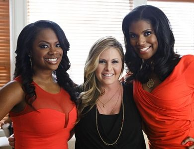 Kandi Burruss, Nicole Eggert, and Denise Boutte on set of #WheresTheLove! Chat with the cast on twitter Saturday night (5/3) starting at 7pm ET!