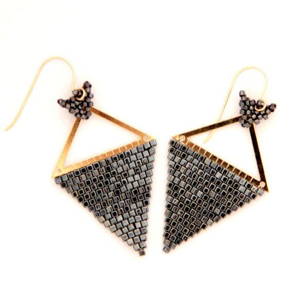 Driehoek oorbellen / driehoek Beaded Earrings / van Ranitit op Etsy