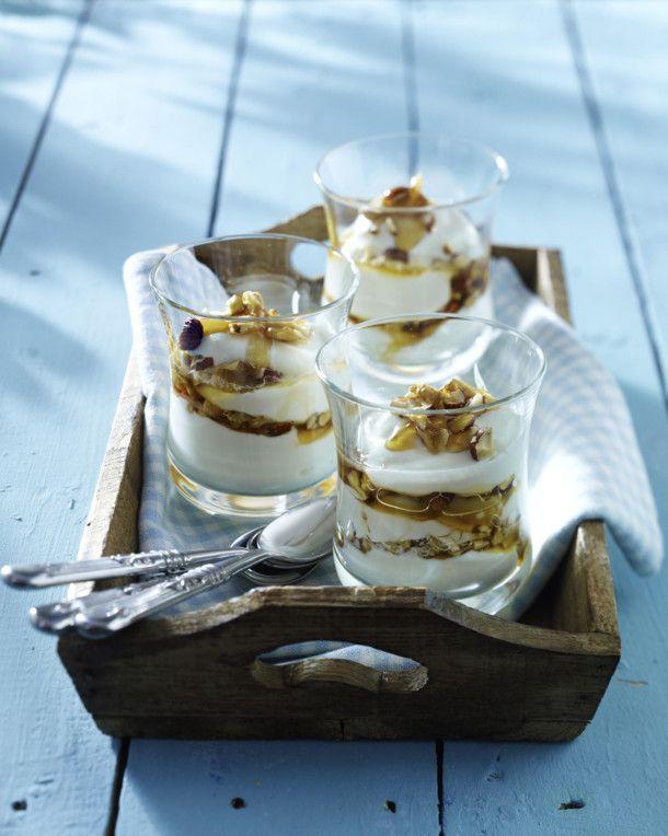 Joghurtbecher mit Honignüssen