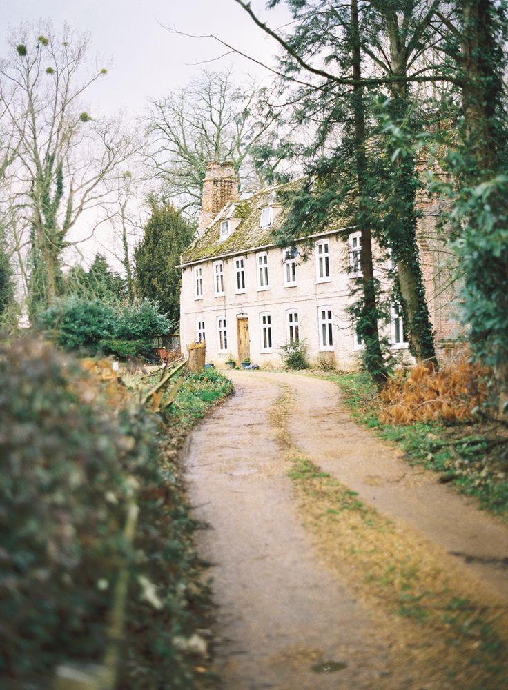 Just a quaint English cottage. No bigs.