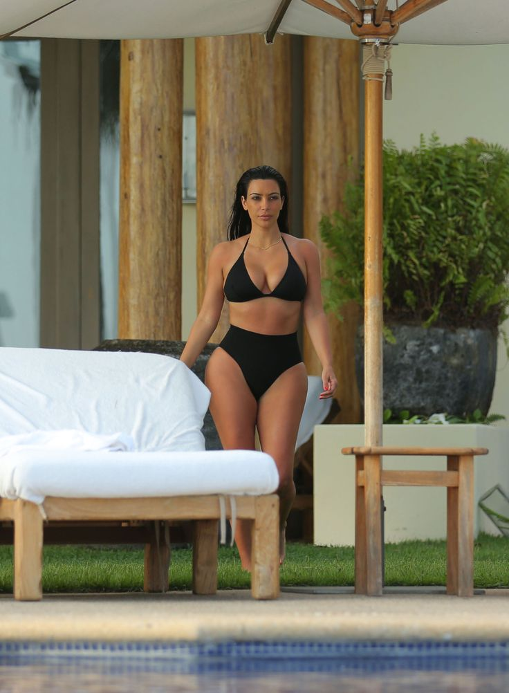 Photo shoot kloe kardashian in bikini