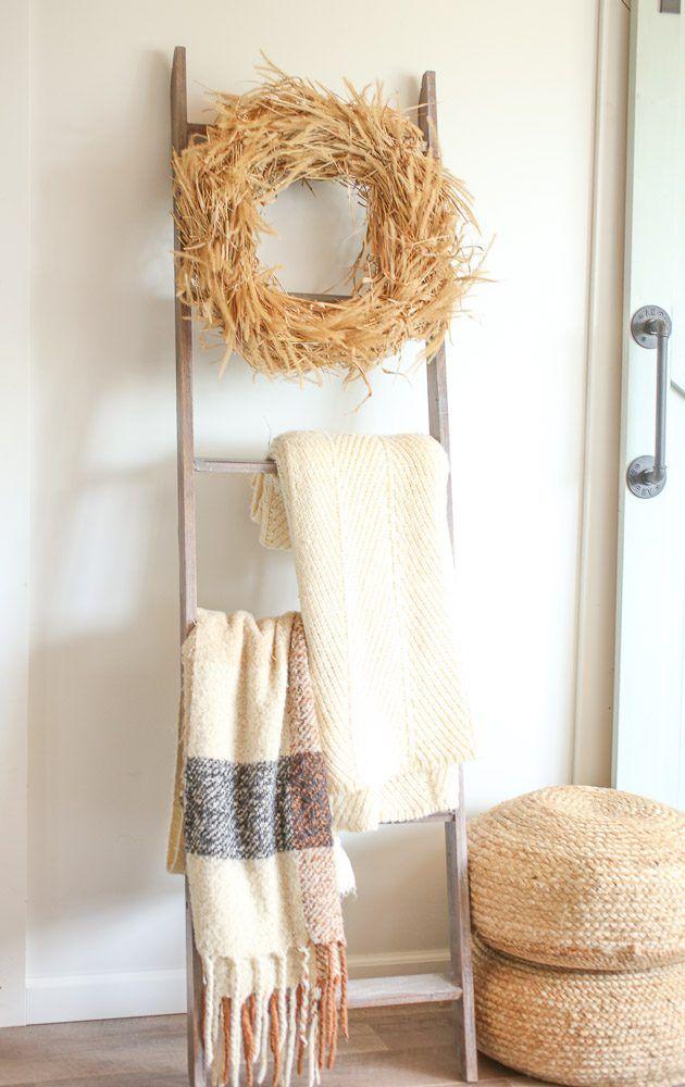 Wreath Crafts, Diy Wreath, Diy Crafts, Wood Letter Crafts, Fall Decor, Seasonal Decor, Mirror Crafts, Straw Wreath, Diy Blanket Ladder