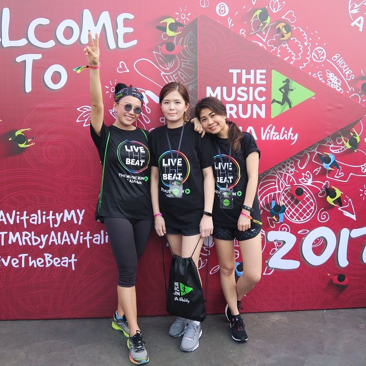 Live the beat! Busy busy day and ended it with such fun run, positivity and great music festival too 👉🏻 at The Music Run by AIA Vitality this evening @aiamalaysia (swipe left for more photos). See you all next year 💥  .  #AIATMR2017#AIAVitalityMY#BeBetterTogether #LiveTheBeat #themusicrun #kellyfitness #sunshinekelly