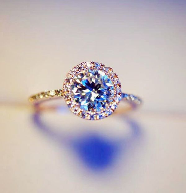 seriously in love with circle diamonds.