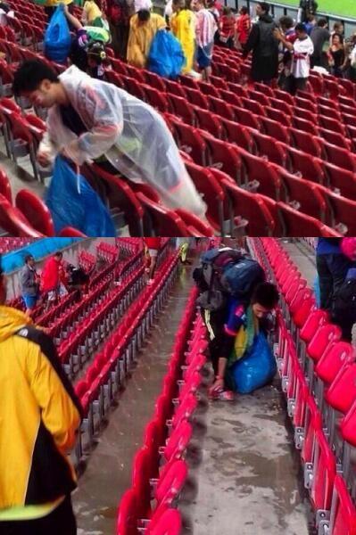 FOTO | Japon Taraftarlar, 2-1 Kaybettilleri Fildişi Maçından Sonra Maçı Takip Ettikleri Tribündeki Çöpleri Topladılar..