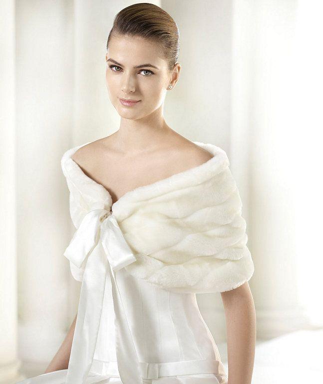 Con lazo me gusta menos. Abrigos y boleros para novias | Preparar tu boda es facilisimo.com