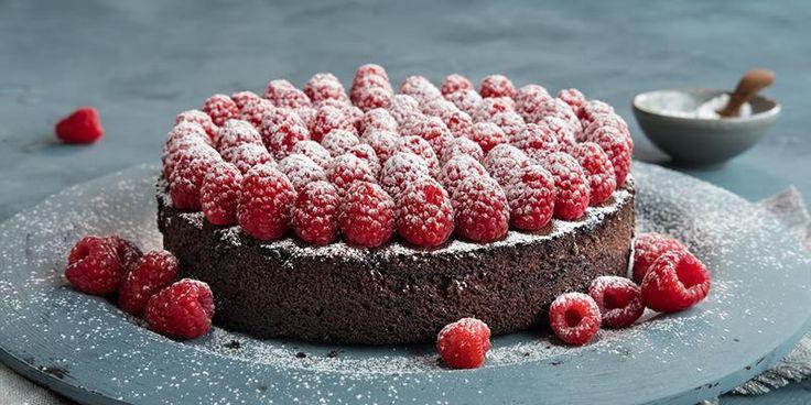 Er du på jakt etter en glutenfri festkake som er saftig og god?Oppskrift på smakfull glutenfri sjokoladekake uten melk, og tips til luftig glutenfri bakst.