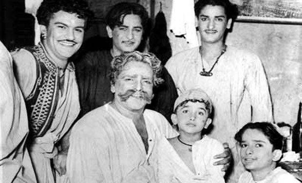 Most unseen photos of Kapoor family: The older Kapoors.  Prithviraj Kapoor's father was a police officer in Peshawar while his grandfather was a Tehsildar in Samundr
