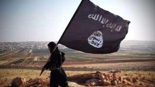 Image copyright                  EI                  Image caption                                      EI está enviando mensajes mixtos con su propaganda sobre la batalla en Mosul.                                El autodenominado Estado Islámico (EI) ha lanzado una ofensiva de propaganda hacia sus enemigos ante la amenaza de perder su bastión iraquí, Mosul.
