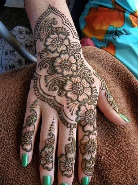 New Glitter Styles on Eid Henna Mehndi Designs 2014