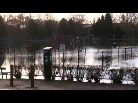 ▶ Lammas park flooded in Staines 08/01/14 - YouTube