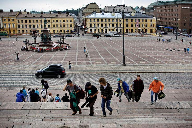 #Helsínquia - Cidade do Design, no Golfo da #Finlândia – Mar #Báltico. Artistas relacionados: Alvar Aalto - Arquitecto e designer e Jean Sibelius - Compositor  http://lgb-foto.blogspot.pt/2014/04/helsinquia-finlandia.html