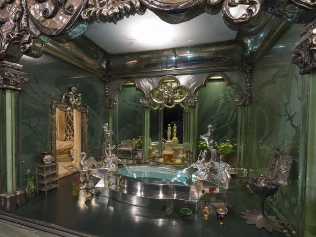 Princess' Bath - Colleen Moore's Fairy Castle - Pictures - CBS News