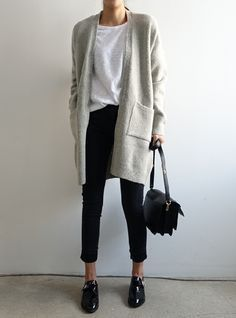 Look at the size of the bag, the black and white colors for shoes and pants. The length of the gray oversized knit coat.... It's the perfect mix of the season!