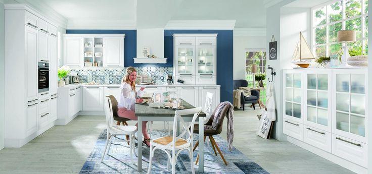 Кухня Nobilia Sylt 847 выполнена в классическом стиле – данная модель обладает четкими формами, мягкими линиями и сдержанным декором. Белые лаковые фасады декорированы прямоугольной филенкой. Столешницы подобраны в тон фасадов. Благодаря идеально продуманной планировке кухня прекрасно впишется в помещения, объединяющие в себе рабочую зону и зону столовой. Шкафы-витрины изготовлены из матового стекла и оборудованы встроенной системой освещения. Открытые ниши можно использовать как место для…