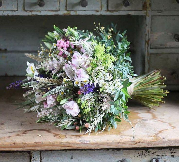 Previazaná prírodným špagátom  #kvetysilvia #kvetinarstvo #kvety #svadba #love #instagood #cute #follow #photooftheday #beautiful #tagsforlikes #happy #like4like #nature #style #nofilter #pretty #flowers #design #awesome #wedding #home #handmade #flower #summer #bride #weddingday #floral #naturelovers #picoftheday