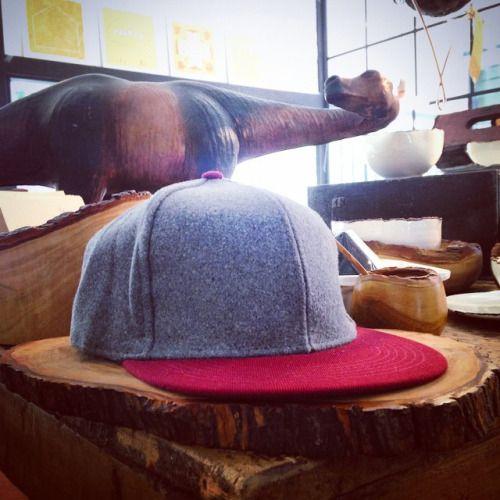Gorras en paño y drill de varios colores disponibles en nuestra tienda. Empieza el verano! #belikepardo (at Pardo)