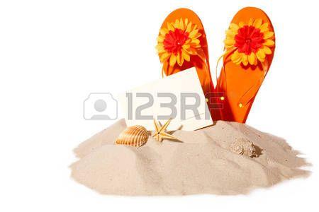 Postcard met flip-flops op zonnig strand. Beachitems geïsoleerd op witte achtergrond photo