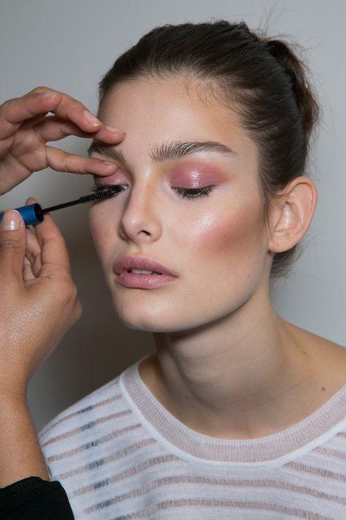 Glowing mauve-hued makeup inspiration #beauty #makeup