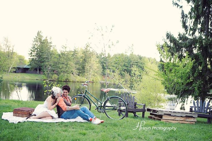 @Kate Connolly had a #retro #vintage pre-wedding photo session that was too cute for words-- check it out!