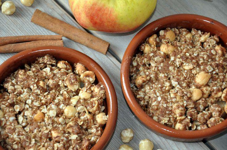 Doordeweeks is er 's morgens eerder stress in de keuken dan dat er veel tijd is voor nieuwe experimenten. Dus we moeten het van de weekenden hebben. Dan probeer ik nieuwe recepten uit en is er tijd voor een uitgebreid ontbijt. Eén van deze nieuwe recepten is de appel kaneel crumble. Een lekker en voedzaam ontbijt waarbij ik gebruik heb gemaakt van de meest gezonde variant van alle ingrediënten. http://www.gezondhappy.nl/lekkere-recepten/ontbijt-recepten/appel-kaneel-crumble