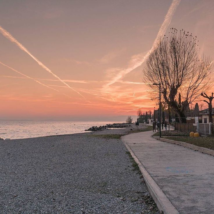 #Repost @isola_fenice  Step into Christmas.  Toscolano-Maderno BS. Lago di Garda.   #gf_italy #awesomeitaly #livethelittlethings #hsdailyfeature #liveunscripted #justliving2016 #folkvibe #browsingitaly #italian_places #volgoitalia #vivo_italia #ig_italy #ig_europe #igworldclub #ig_countryaward #gardaoutdoors #gardalake #gardasee #lakegarda #instagarda #gardamio #lakegardaphotography #lagodigarda #photogc #lifegarda #gardatrekking #italian_trips #beautifuldestinations