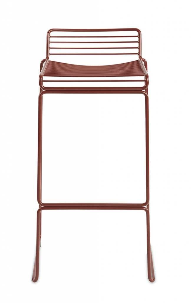 De Hee bar kruk van HAY is een barkruk in de zelfde lijn als de lounge stoelen en de gewone eetkamer stoelen. Minimalistisch en geschikt voor buiten.