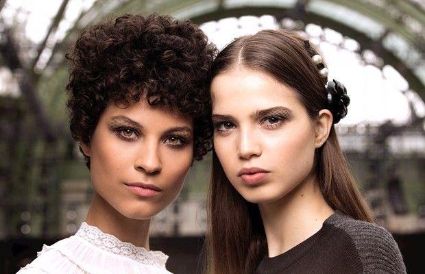 Chanel Prêt-à-Porter Autunno/Inverno 2016-2016: il make-up ed il backstage beauty
