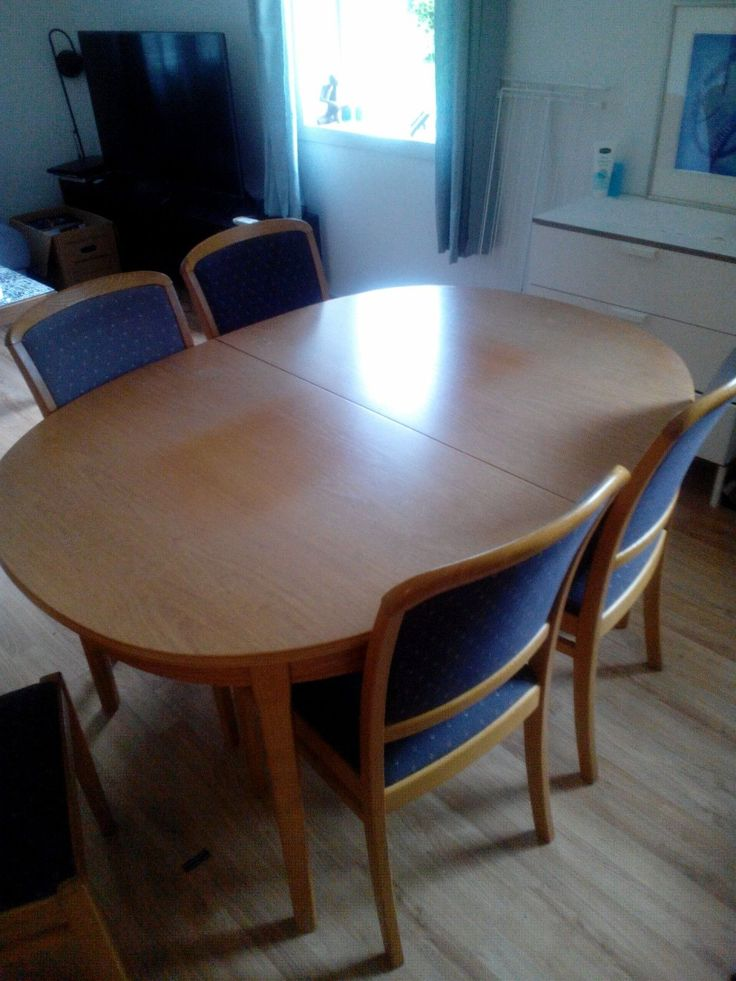 FINN – Spisebord og stoler gis bort