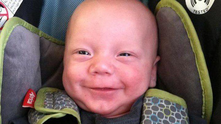 La mort d'un pauvre nourrisson après 8 vaccinations successives … Vous serez complices si vous ne partagez pas !