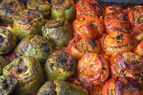 Γεμιστά: Σμυρνέϊκα: Ντομάτες και Πιπεριές στο ταψί