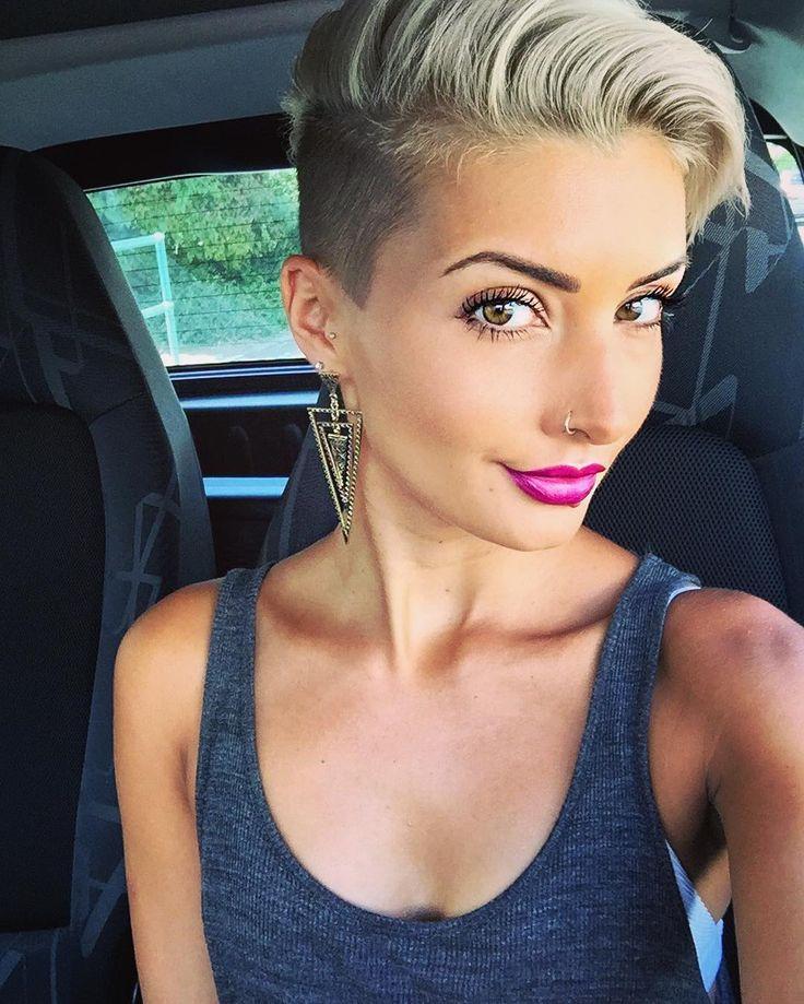 """Die besten 25+ Pixie kürzen Ideen auf Pinterest  Halskette kürzen, """"Witze """"""""Lockiges Haar ..."""