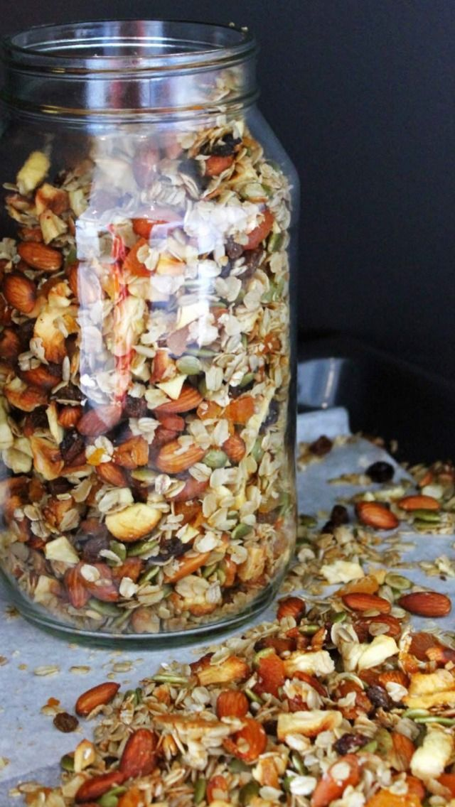 C L E A N C O O K I N G — HOMEMADE TOASTED MUSELI This muesli is quick...