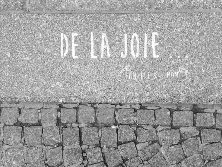 De La Joie... In the streets of Paris • By Fantine & Simon • #Paris #streetart #urbanart #graffiti #stencil #fantinetsimon #joie #joy #photography www.fantineetsimon.com ©Fantine&Simon