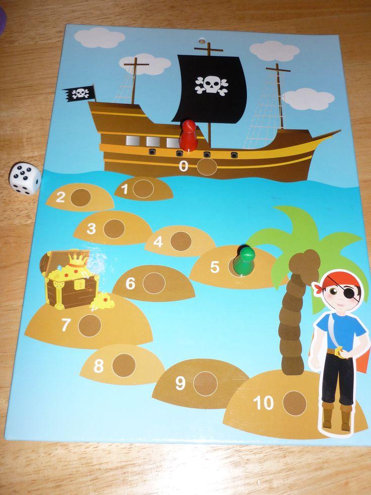 Dobbelspel: beloningsbord van de action omgetoverd tot dobbelspel. Wie is het eerst bij de piraat op het eiland?