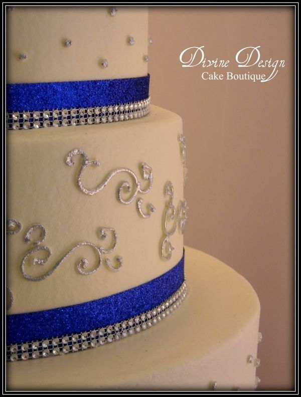 Blue White  Silver Wed Cake UPCLOSE...THIS IS THE ONE!!!! Use a lighter blue!