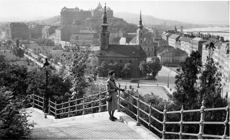 1940-es évek. A Gellért-hegy lépcsőjén. Még áll a tabáni szerb templom.    http://www.fortepan.hu/_photo/display/105742.jpg