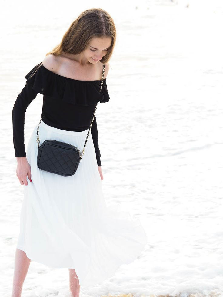 Minimal Pleated Mdi Skirt Outfit