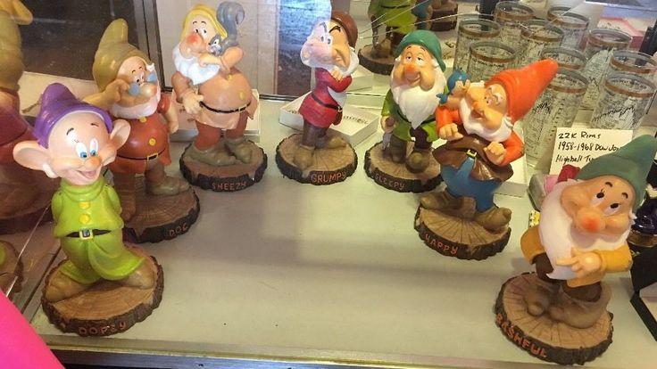 Gnome Garden: Disney's Seven Dwarfs Complete Garden Statue Set Mint