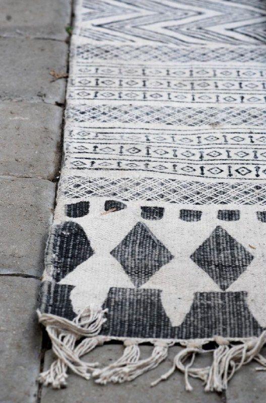 17 beste idee n over buiten tapijten op pinterest binnen buiten kleden tuintapijten en - Leuningen smeedijzeren patio ...