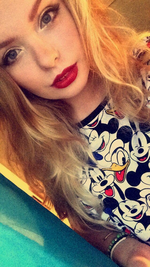 Gold eye red lip